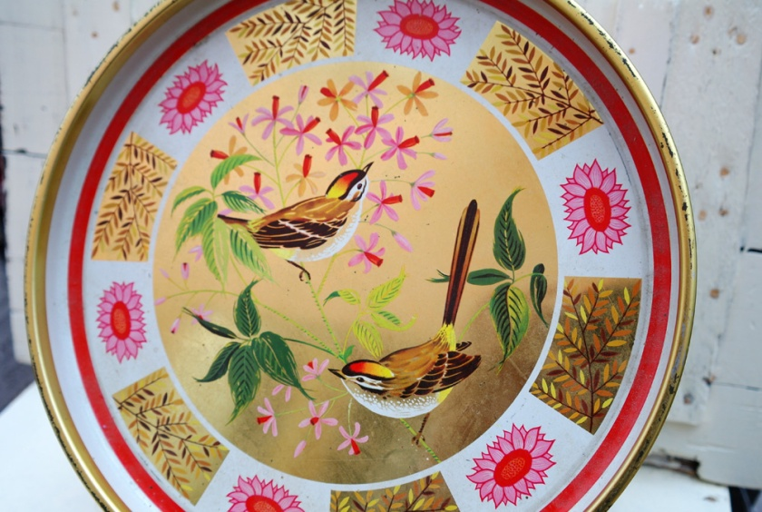 Vintage tin, decorated with birds.