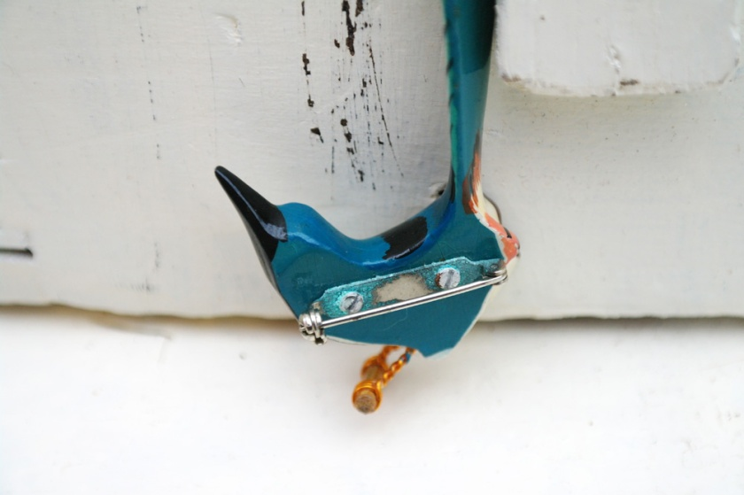 Back of a blue wooden bird brooch. Takahashi style. 1970's reproduction of a takahashi bird brooch.